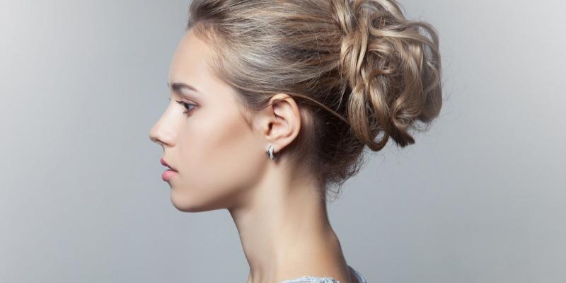 Как сделать пучок на средние волосы красиво?